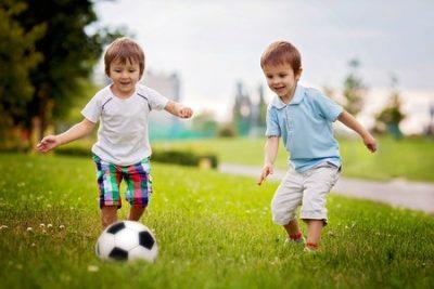 サッカーは何歳からはじめればいい?スクールは?【マンガで解説】